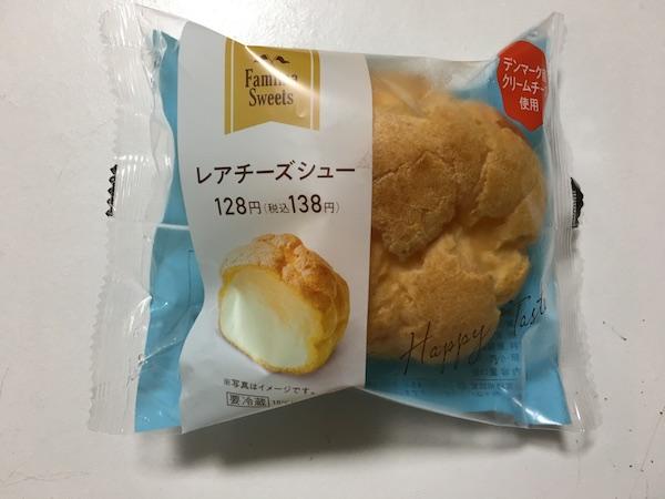 ファミマのレアチーズシューのパッケージ